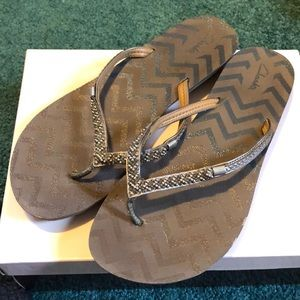 Clark's thong sandals